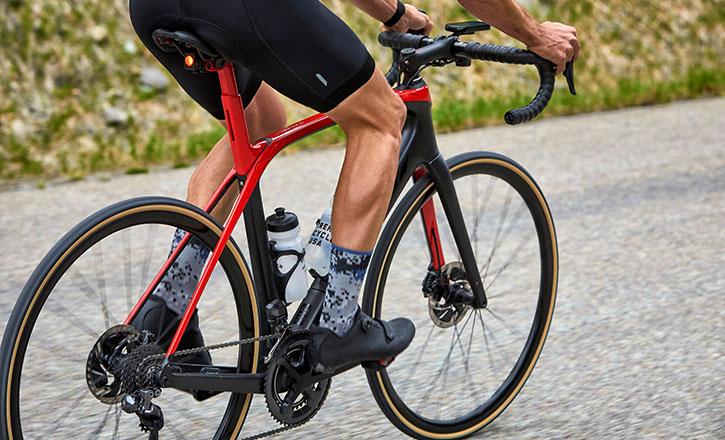 Racefiets met carbonnen frame van merk Trek