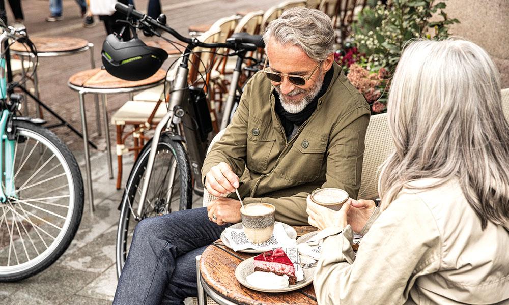 Koffie drinken als pauze tussen het fietsen door