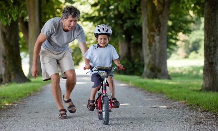 Leren fietsen met vader