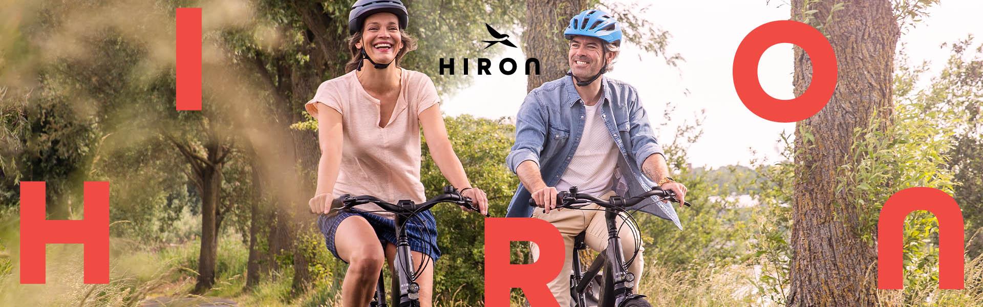 Koppel fietst op de HIRON e-bikes van Fiets!